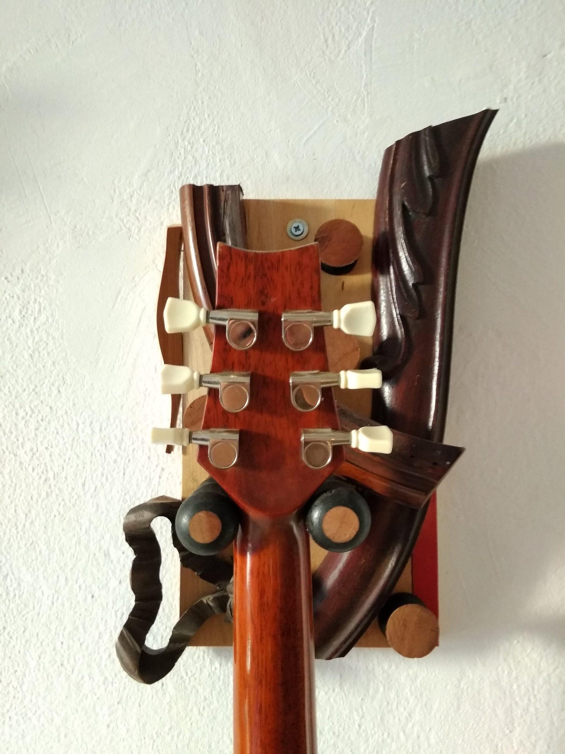 guitar holder