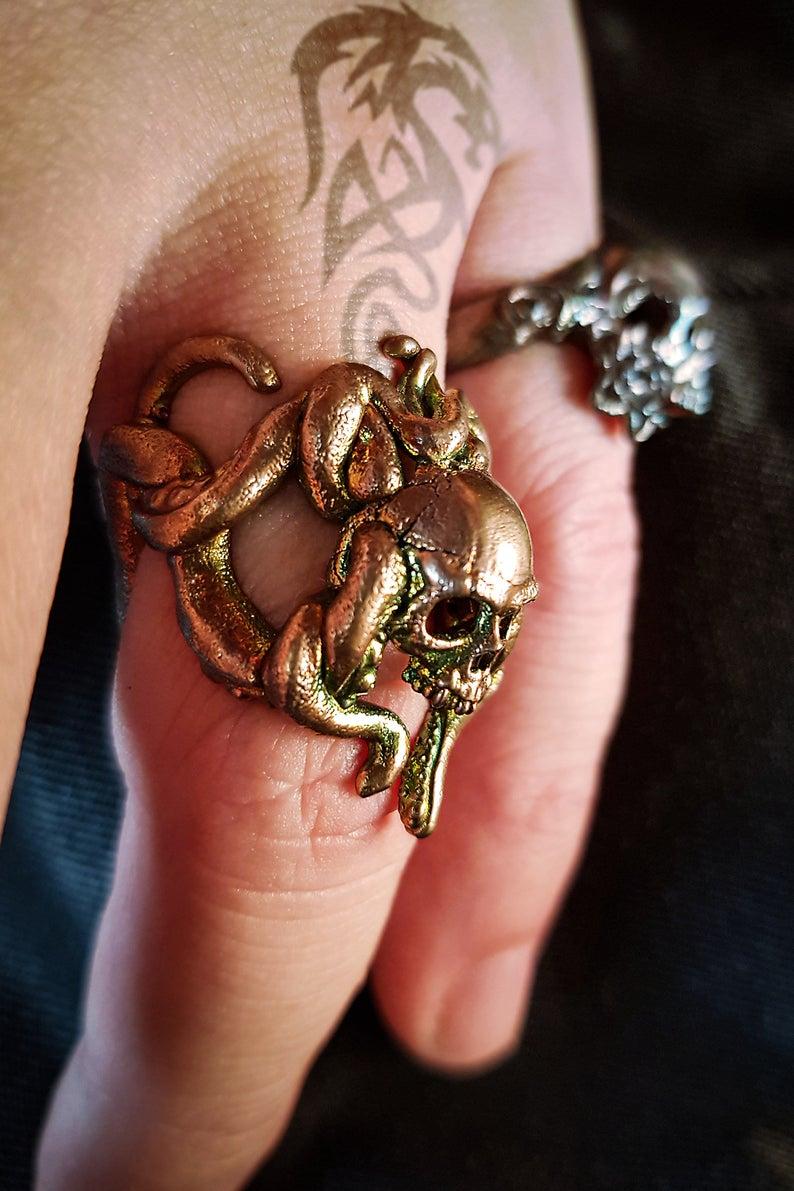 anillo calavera medusa