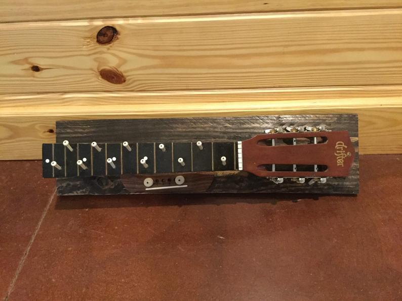 guitarra perchero